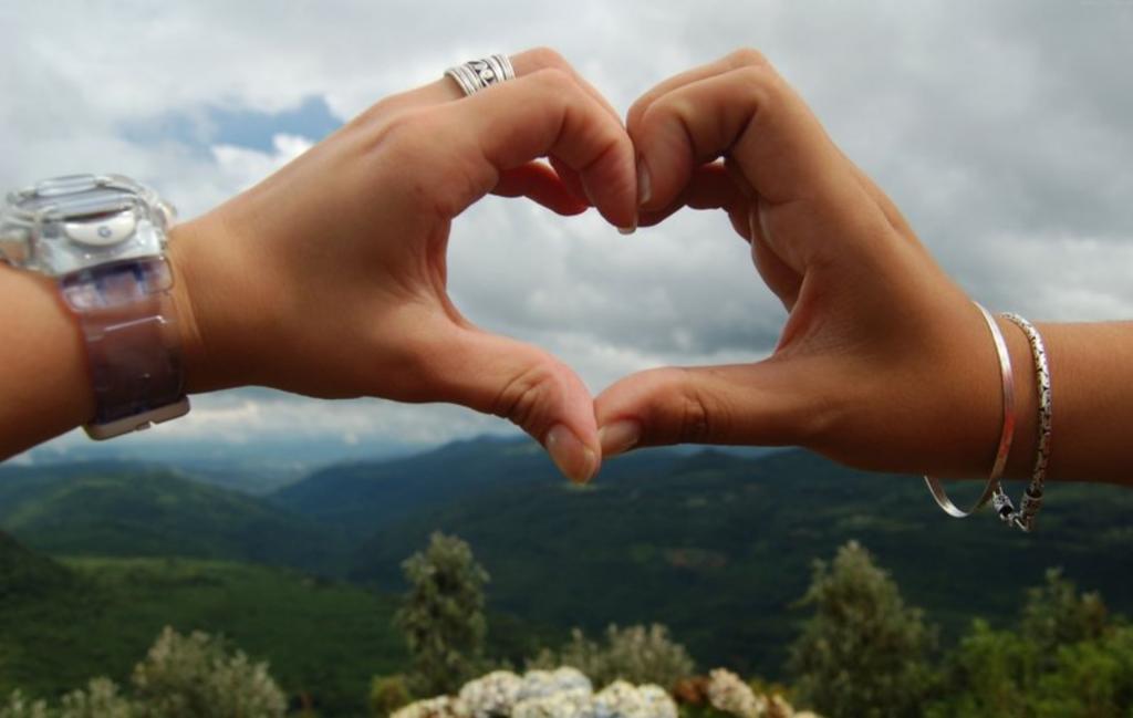 عکس پروفایل ست دختر و پسر مدل عاشقانه به شکل قلب
