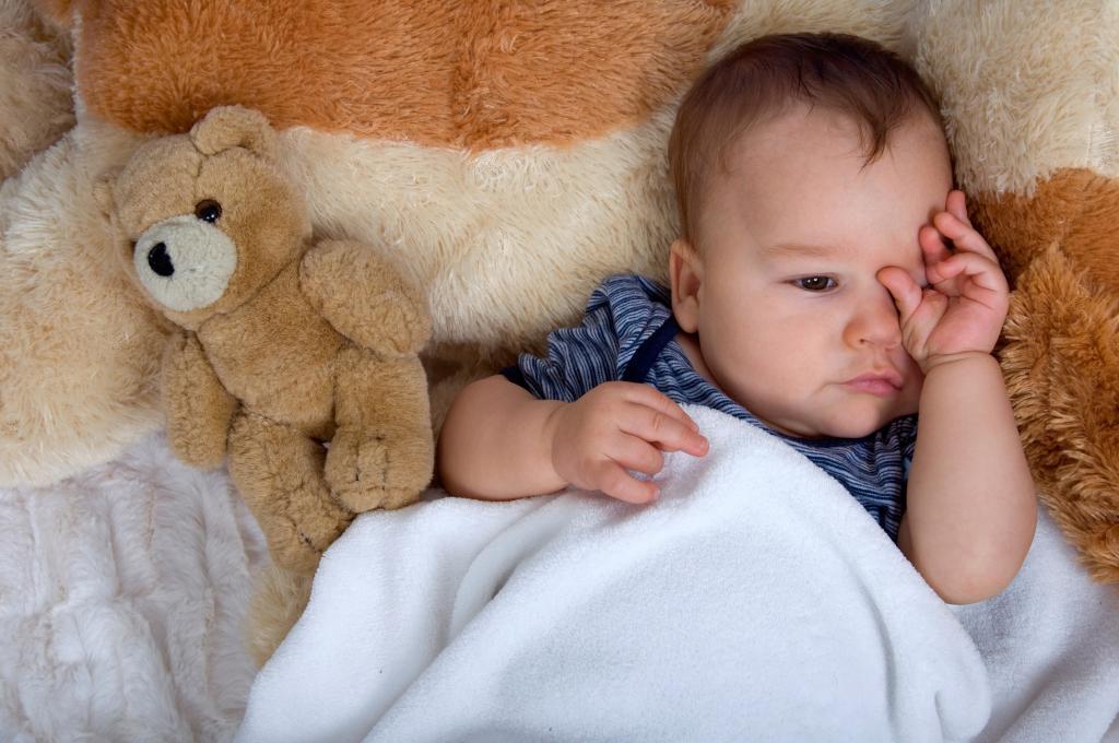 مالش چشم در نوزادان نشانه چیست