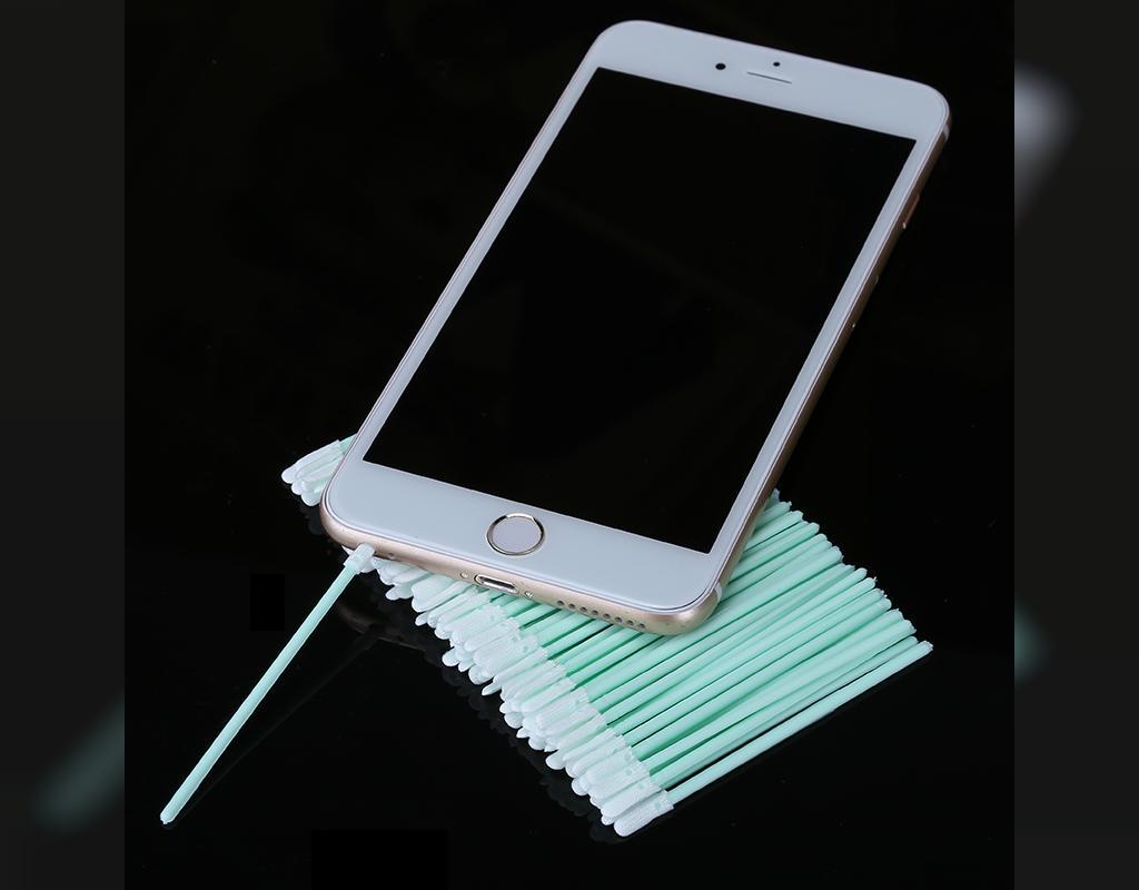 تمیز کردن لوازم الکترونیکی با گوش پاک کن