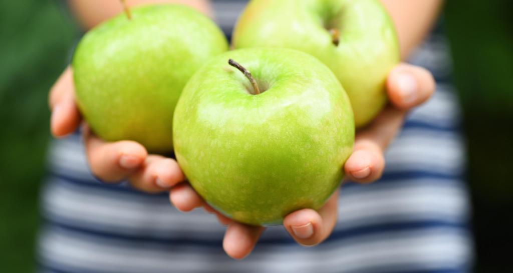 خوردن سیب سبز در دوران بارداری