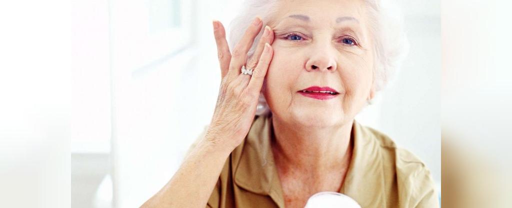 روغن کرچک روند پیر شدن پوست را کند می کند