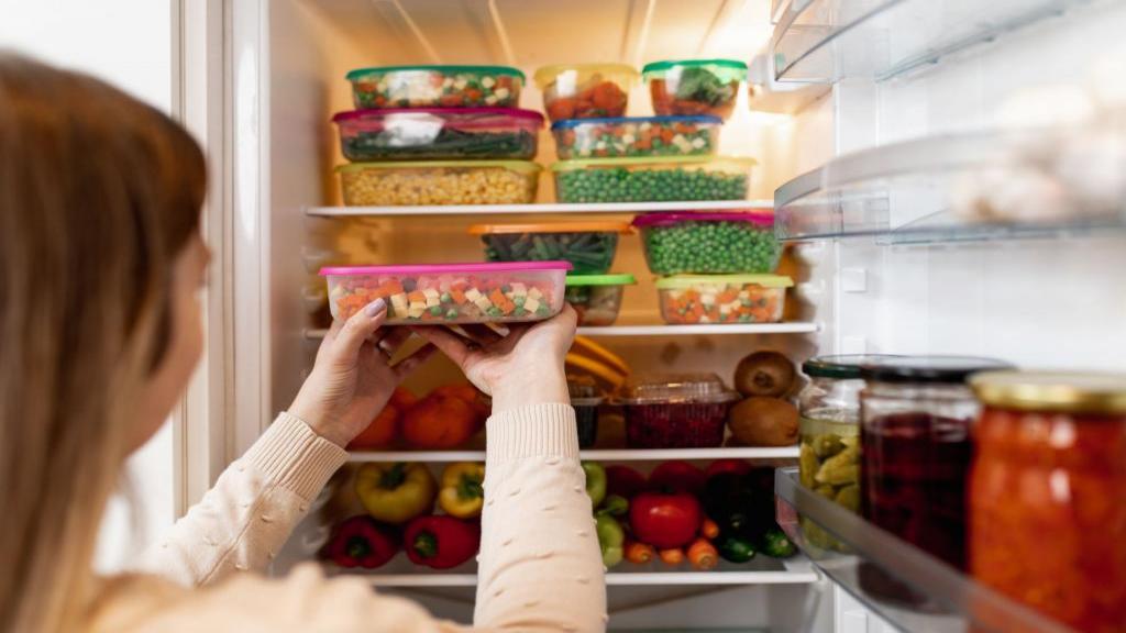 9 اشتباه رایج هنگام استفاده از یخچال و فریزر و روش رفع آن