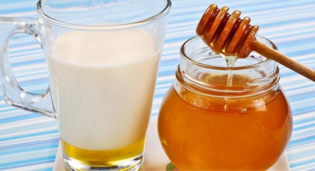 درمان جای جوش با زردچوبه، شیر و عسل