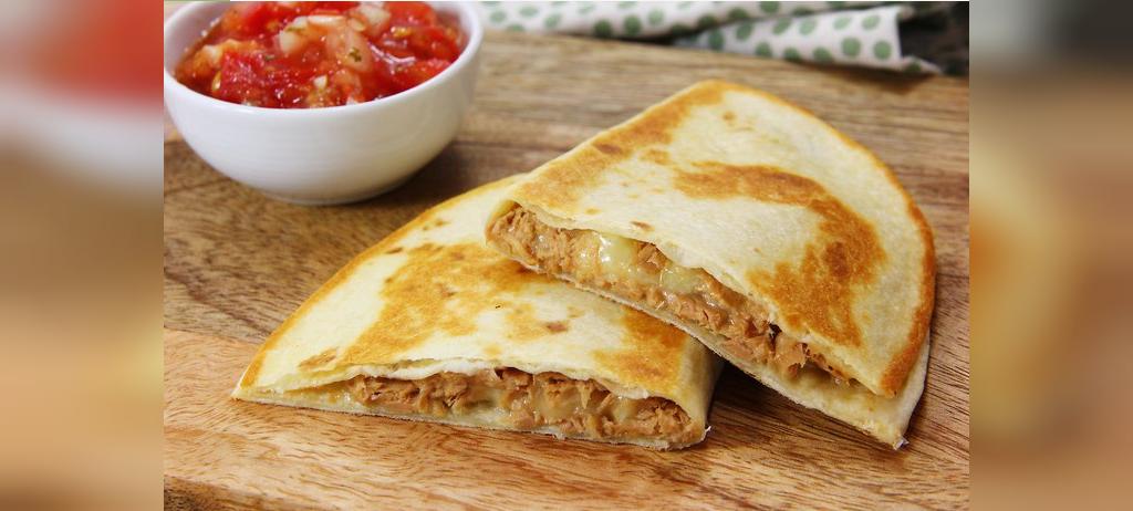 طرز تهیه غذا با تن ماهی و نان ترتیلا