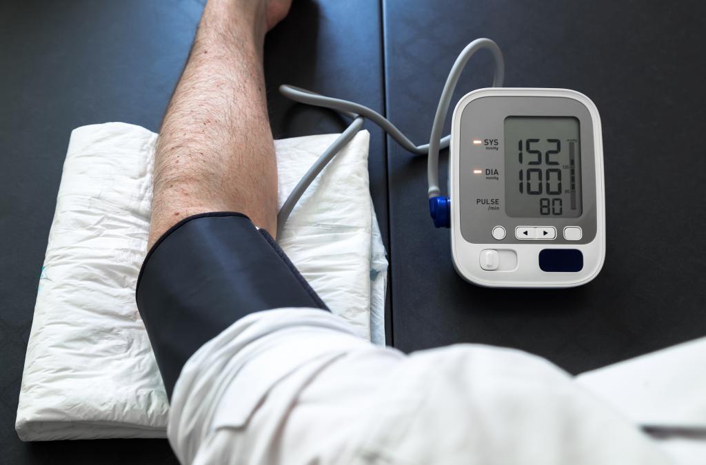 مقابله با فشار خون بالا با مصرف شیره توت سفید و سیاه