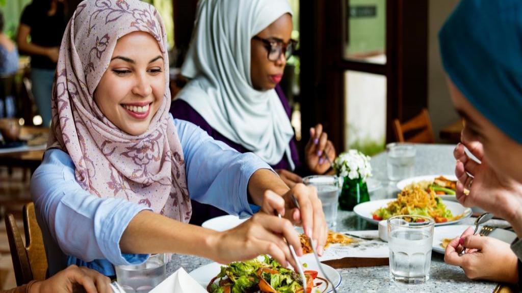 نکات، توصیه ها و آداب نوشیدن آب از دیدگاه طب سنتی - اسلامی