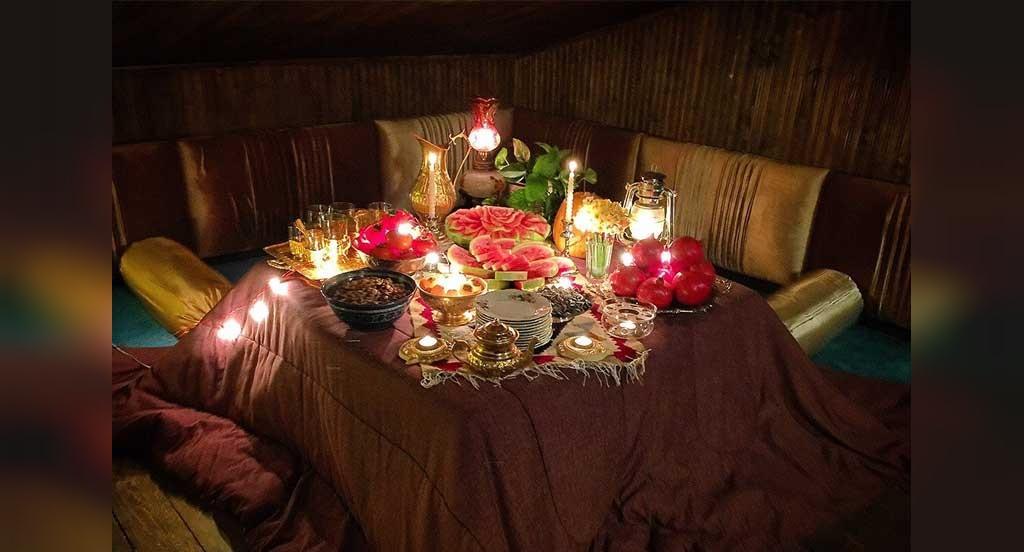 تزیین سفره شب یلدایی سنتی با کرسی