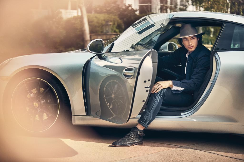 مدل ژست عکاسی مردانه با ماشین