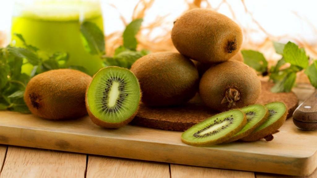 11 خاصیت کیوی برای سلامتی، چرا کیوی برای پوست مفید است و چگونه یبوست را درمان می کند؟