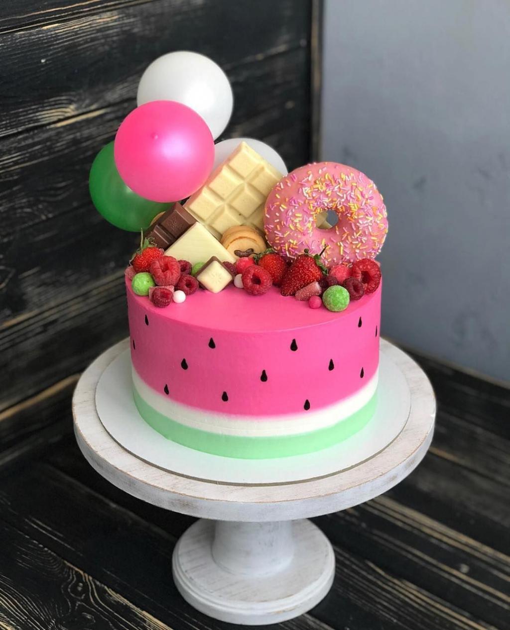 ایده تزیین کیک شیک شب یلدا برای عروس
