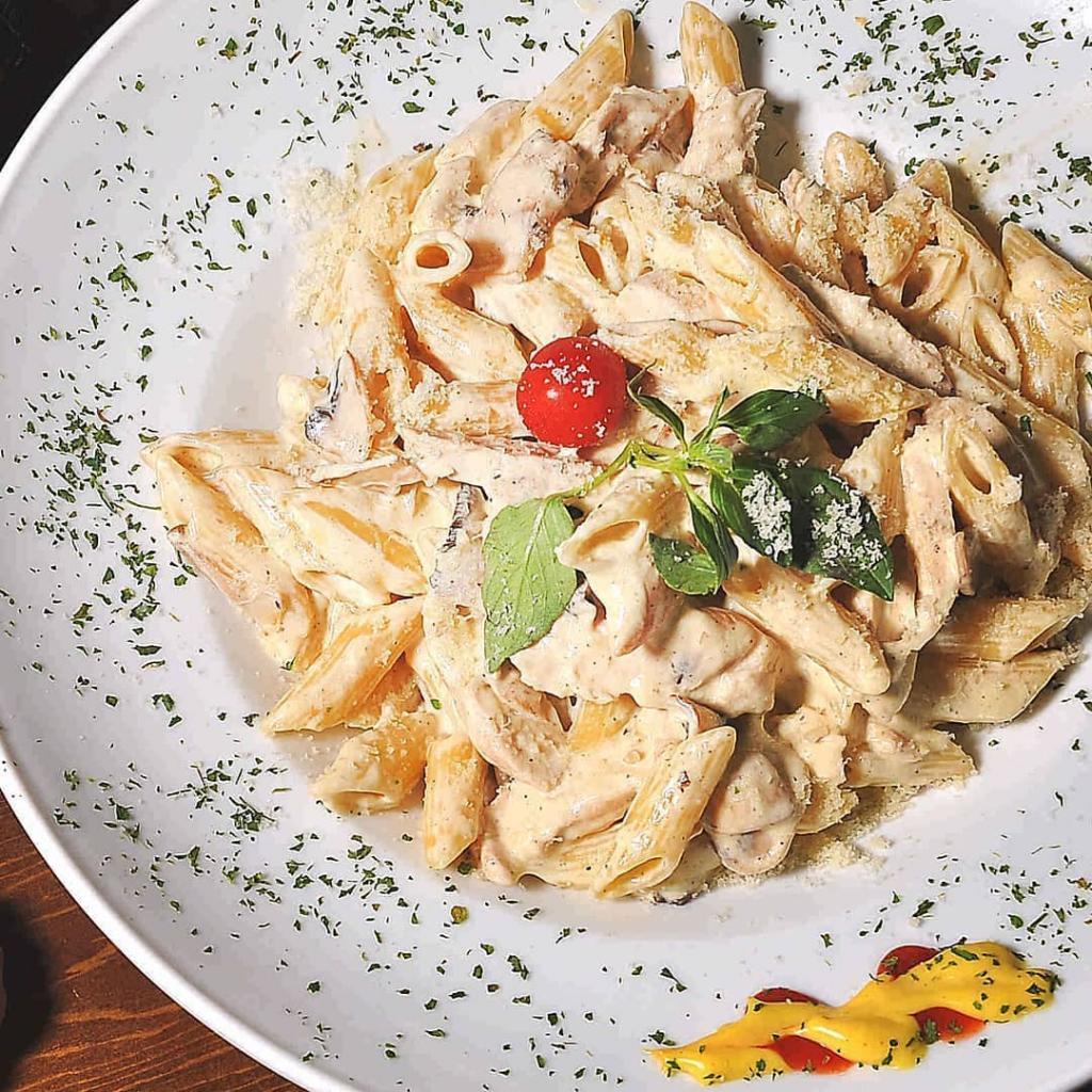 طرز تهیه پاستا چیکن آلفردو خوشمزه به روش رستورانی