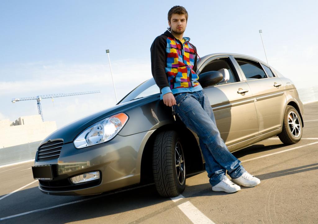 ژست عکس پسرانه با ماشین