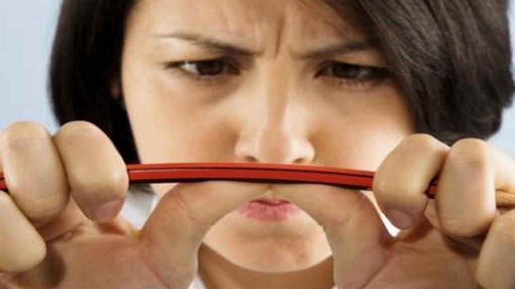 عواملی که باعث خلق و خوی بد (بدخلقی) می شود + بهترین ترفندها برای مقابله با آن