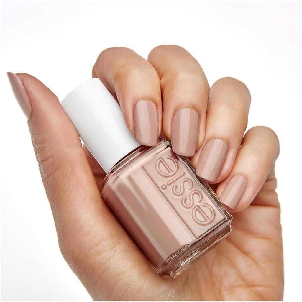 رنگ لاک ناخن نود مناسب برای پوست های تیره