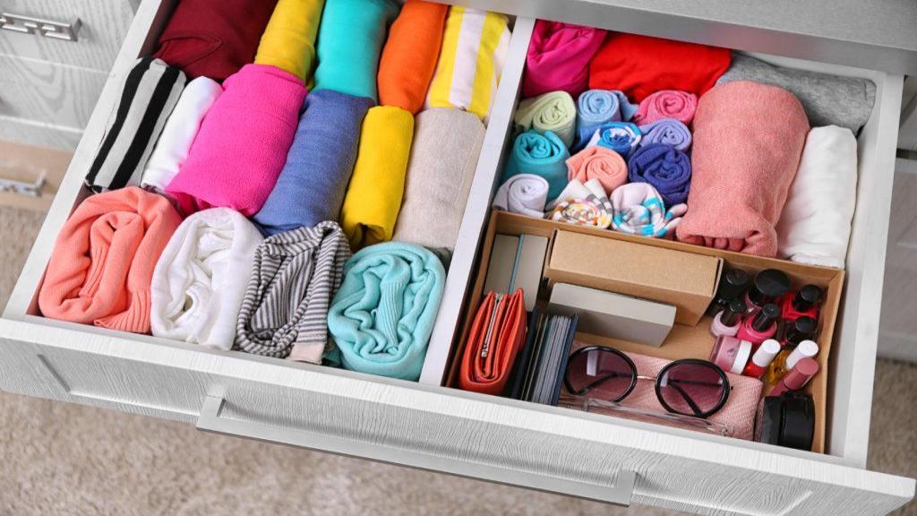 آموزش تصویری روش های تا کردن انواع لباس در کمترین حجم