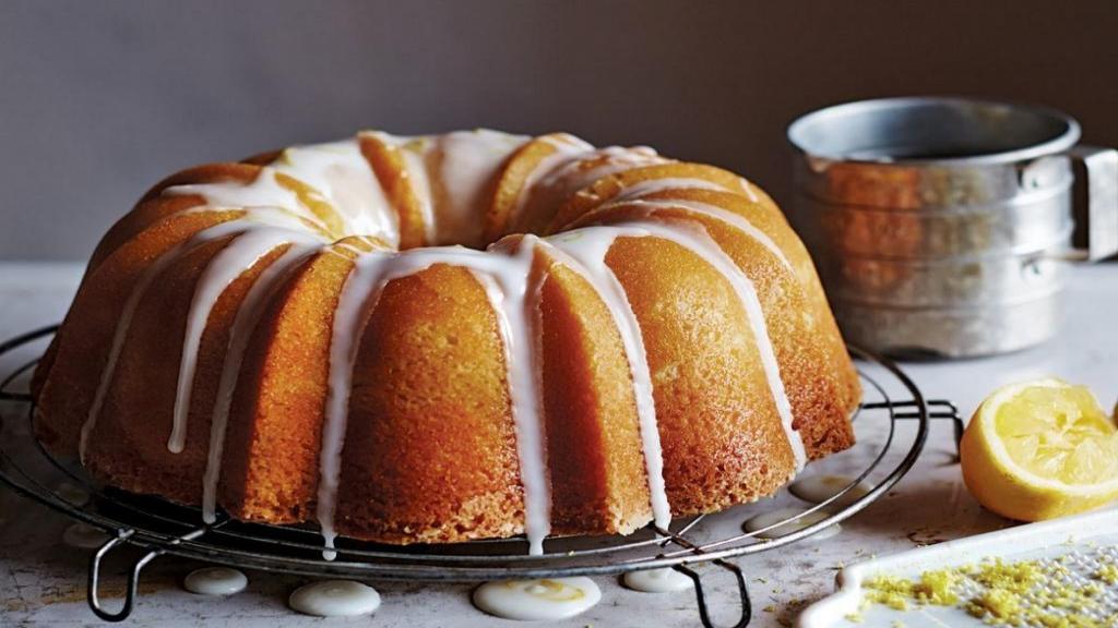 طرز تهیه کیک ماست خوشمزه و مخصوص با پف زیاد و بافت اسفنجی