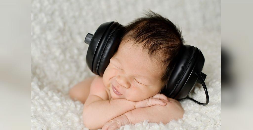 رشد قدرت شنوایی کودک تازه متولد شده