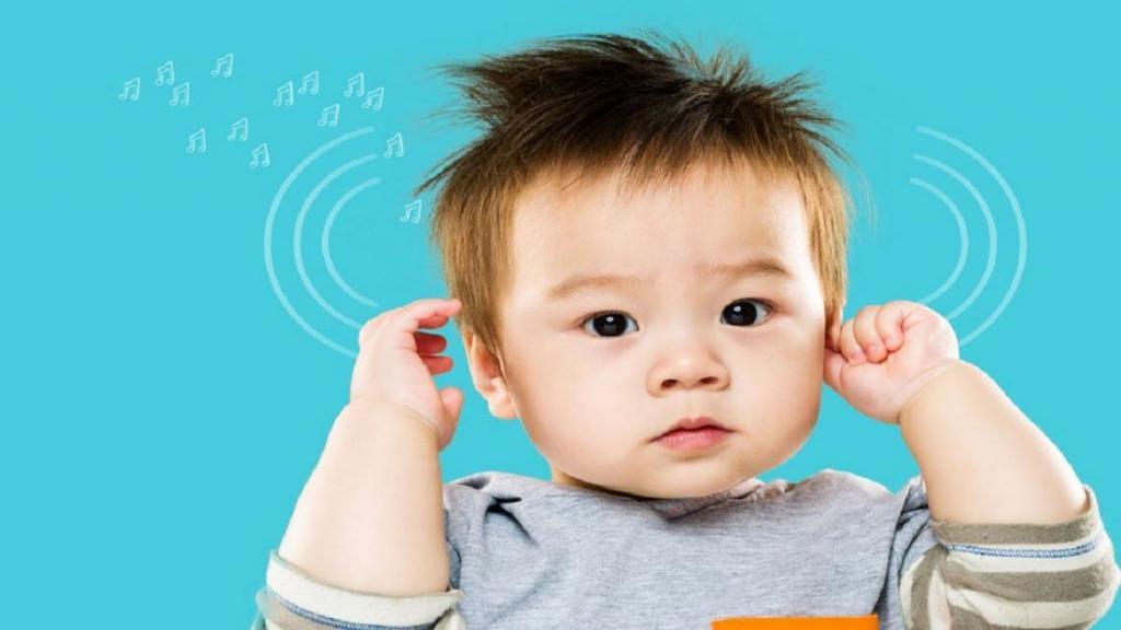 چه زمانی نوزادان بعد از تولد شروع به شنیدن می کنند؟