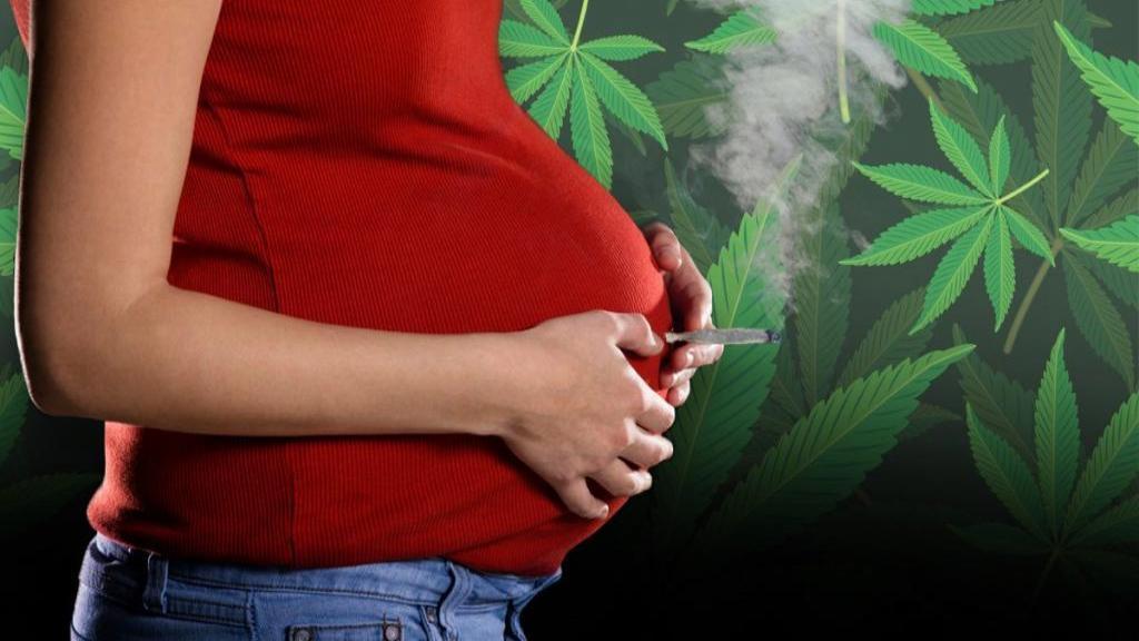 عوارض و تأثیر مصرف ماری جوانا در طول حاملگی بر روی جنین چیست؟