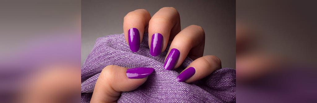 رنگ لاک ناخن بنفش مناسب برای پوست زیتونی متوسط