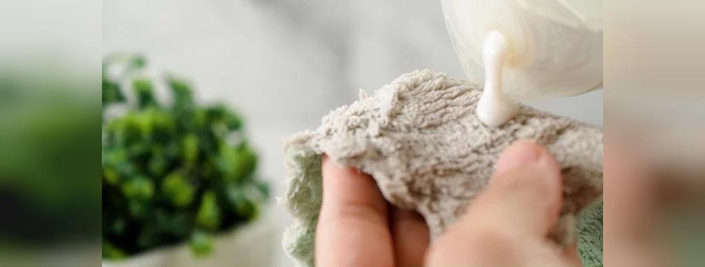 چگونه با کمک شامپو لکه های لباس را پاک کنیم