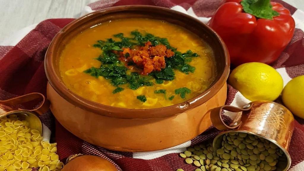 طرز تهیه سوپ عدس خوشمزه و مخصوص با سبزیجات و پنیر