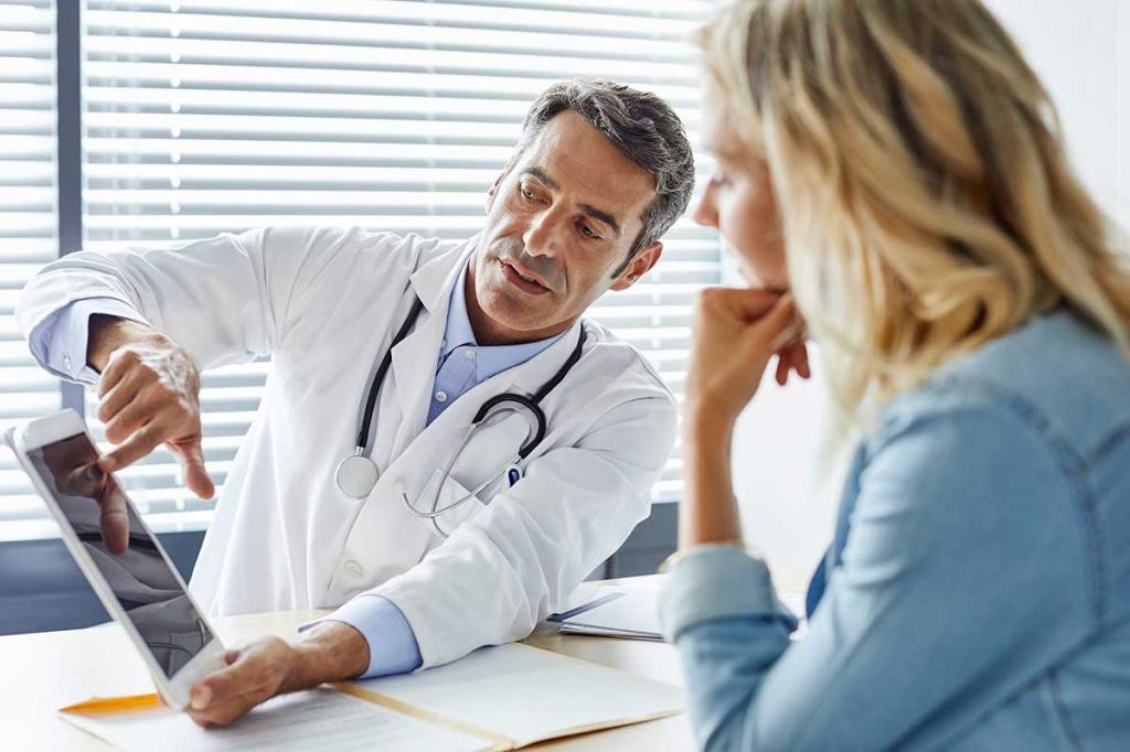 درمان گرفتگی عضلات پا با مراجعه به پزشک