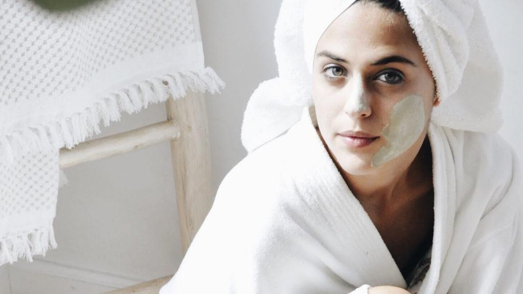 طرز تهیه ماسک چای سبز؛ نحوه استفاده از چای سبز روی صورت برای دستیابی به پوست زیباتر