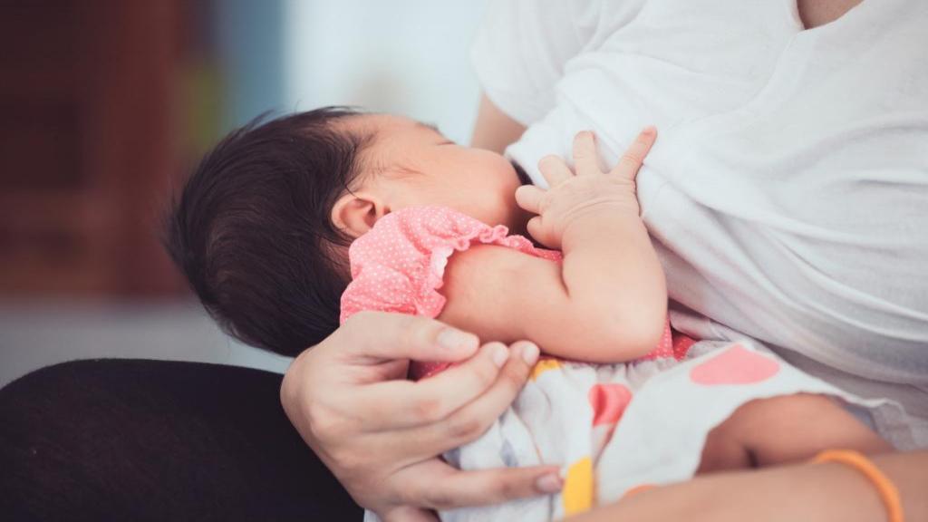 تغذیه مادران شیرده در طب سنتی + باید و نبایدهای شیردهی