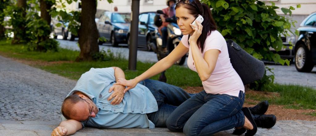 چگونه به شخصی که دچار تشنج شده کمک کنیم