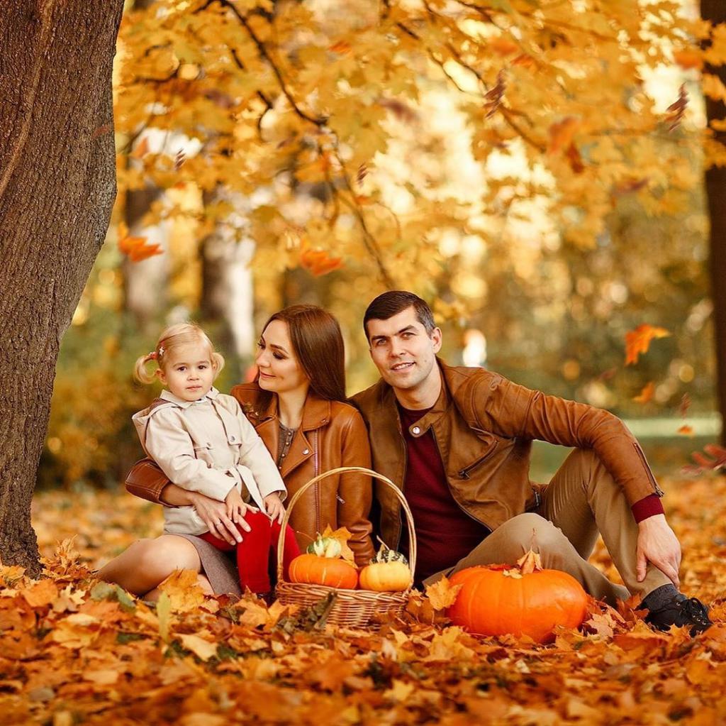 ژست جدید عکس پاییزی خانوادگی