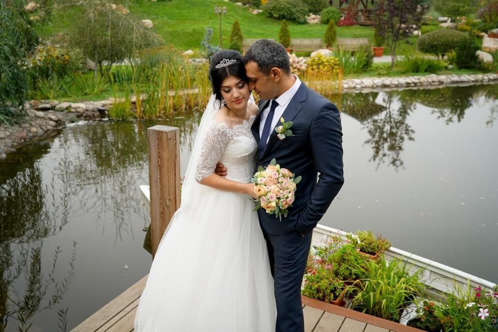 عکس جدید عروس و داماد ایرانی در باغ
