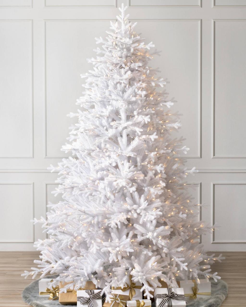 عکس مدل تزیین درخت کریسمس سفید و ساده