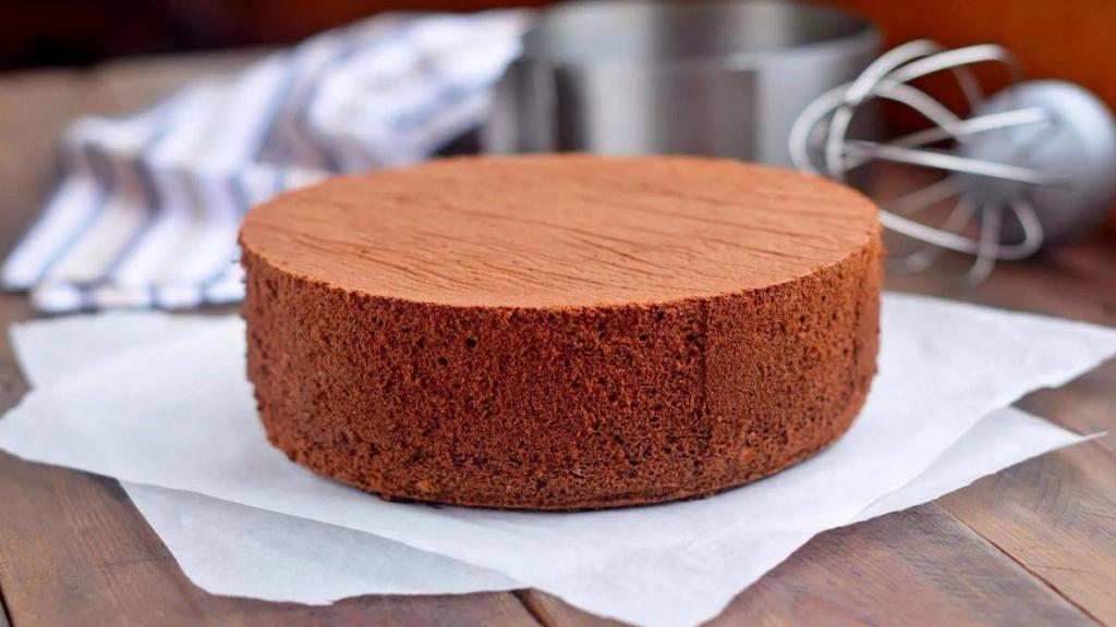 طرز تهیه کیک اسفنجی شکلاتی با پف زیاد