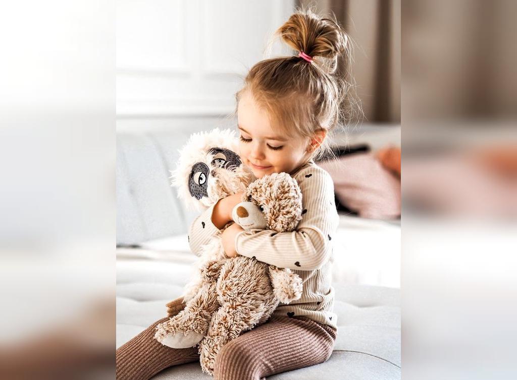 ژست عکس کودک در خانه