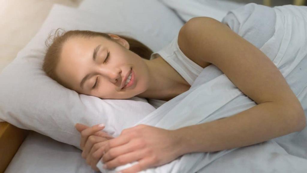 خندیدن در خواب (هیپنوجلی): دلایل خندیدن نوزادان و بزرگسالان در خواب