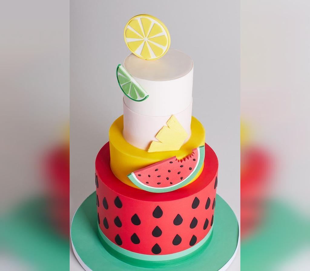 ایده تزیین فانتزی و لاکچری کیک شب یلدا برای مهمانی