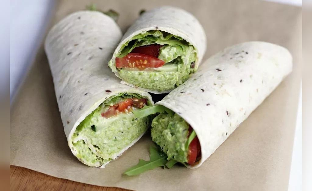 ساندویچ گیاهی (حمص) نخود و آووکادو