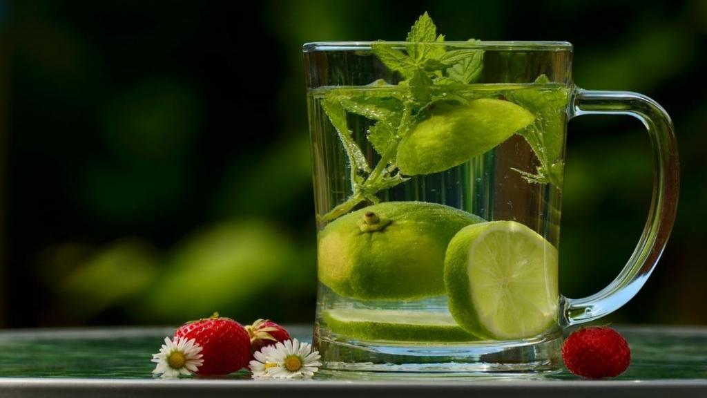 خواص چای بادرنجبویه و عوارض جانبی آن + طرز تهیه چای بادرنجبویه