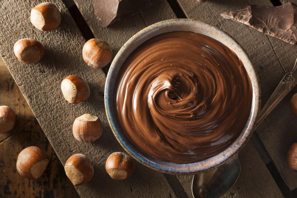 طرز تهیه شکلات صبحانه ساده فندقی