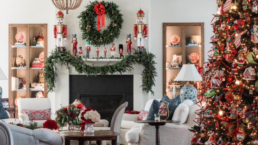 تزیین خاص درخت کریسمس با عروسک بابانوئل
