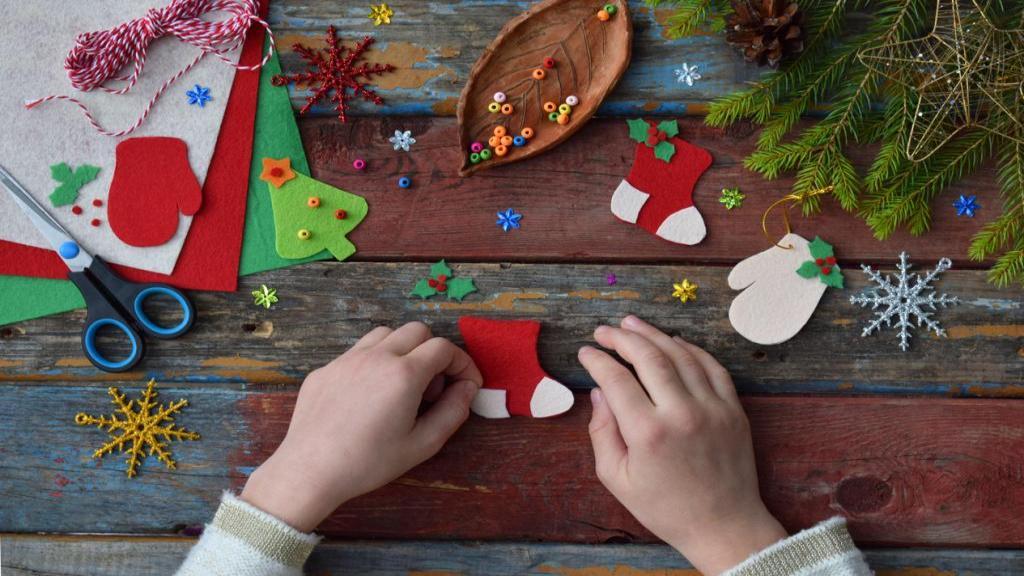 آموزش ساخت کاردستی درخت کریسمس با نمد و کاغذ رنگی در منزل