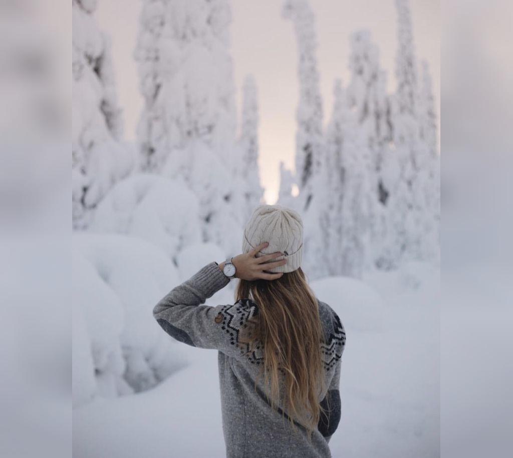 عکس پروفایل دختر در برف از پشت