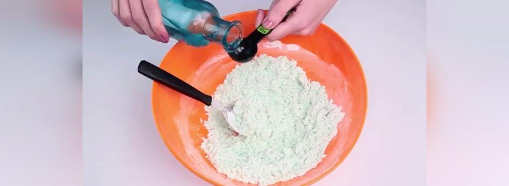 چگونه با شامپو، خمیر اسلایم بسازیم
