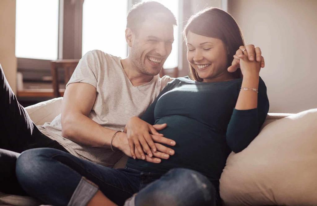 مدل عکس بارداری خارجی دونفره در منزل