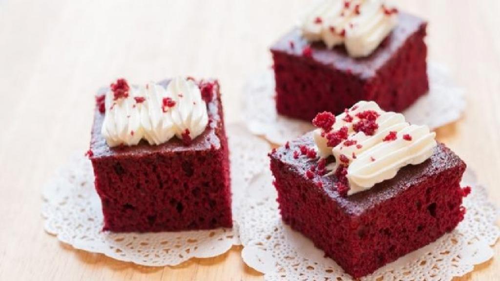 طرز تهیه کیک لبو قرمز خوشرنگ و خوش طعم خانگی با گردو