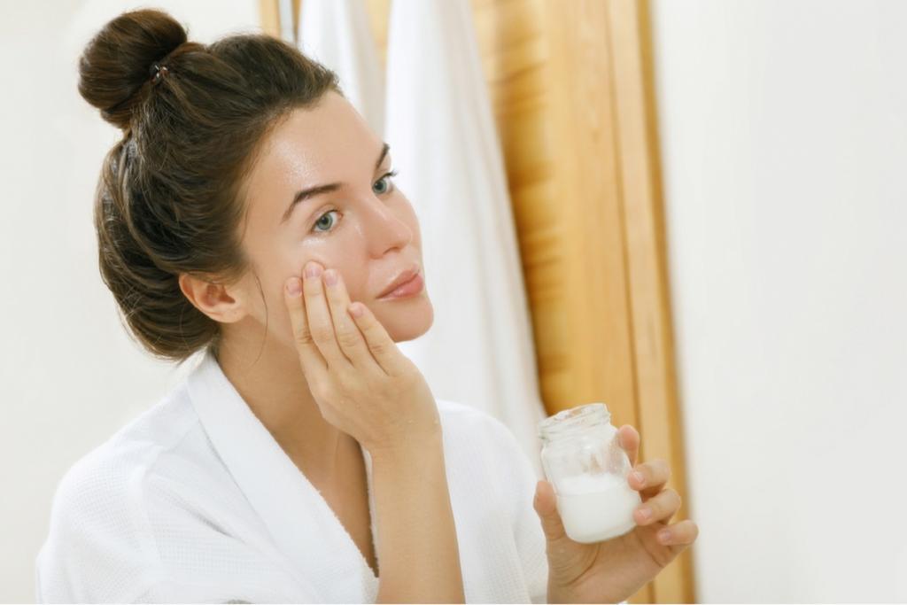طرز استفاده از روغن نارگیل برای پوست صورت