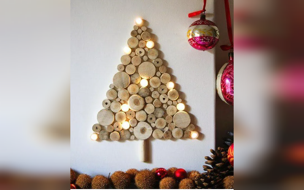 تزیین درخت کریسمس با تکه های چوب