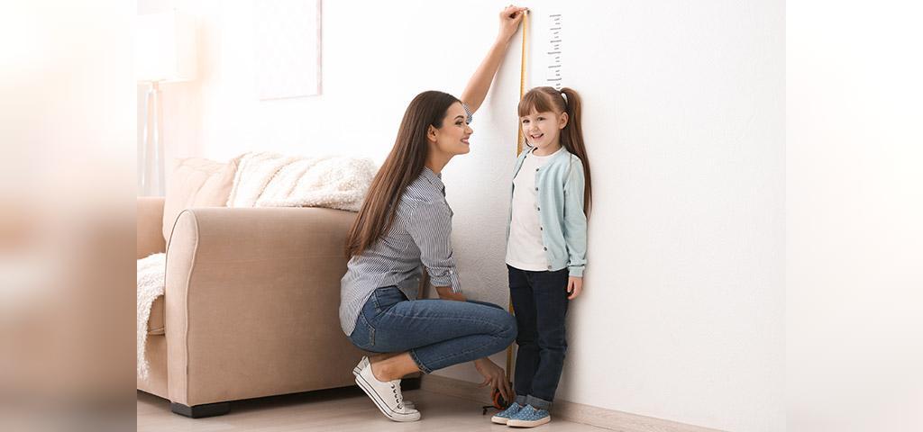 چه عواملی بر رشد کودک اثر می گذارد؟