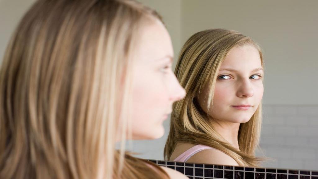 """مفهوم """"خود"""" از دیدگاه روانشناسی چیست و """"خود"""" چگونه شکل می گیرد؟"""